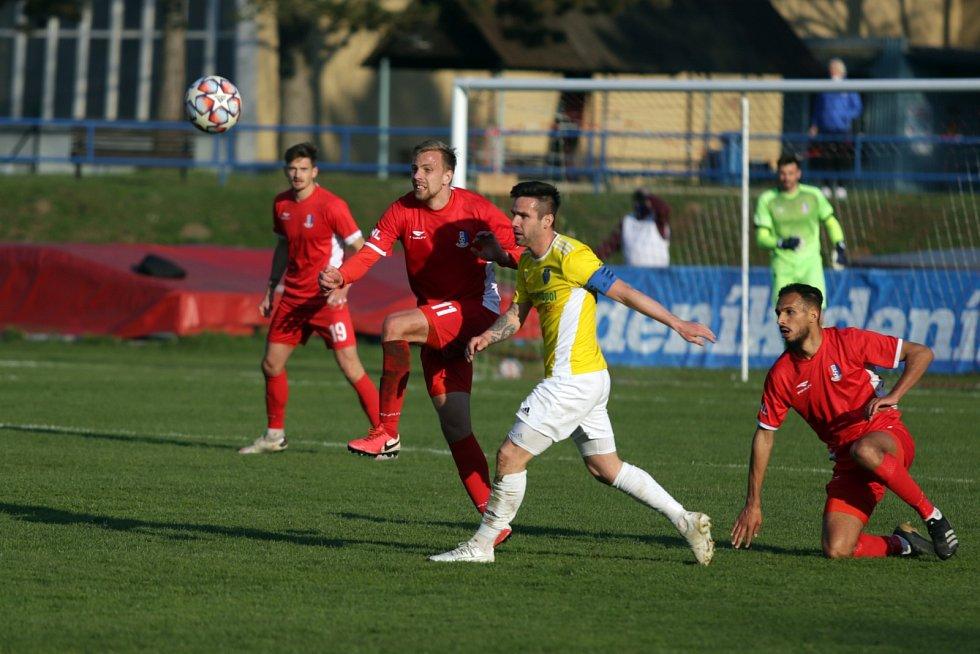 Poslední domácí zápas s Jihlavou fotbalisté Blanska (v červeném) nezvládli a prohráli 1:3.