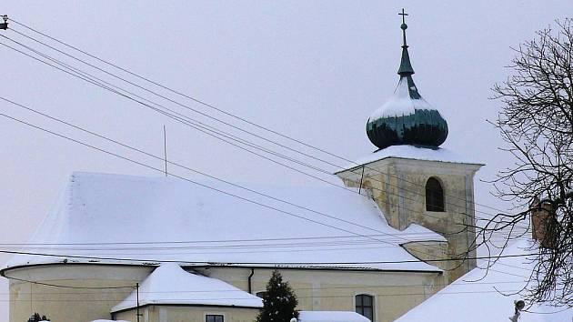 Kostel v Petrovicích ukrývá kus historie.