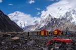 Filip Vítek z obce Kunice na Blanensku vyrazil s expedicí do Pákistánu. Výprava brněnského Expedičního klubu se chtěla dostat na velehorský štít Gašerbrum II. Na snímku pod horou K2.