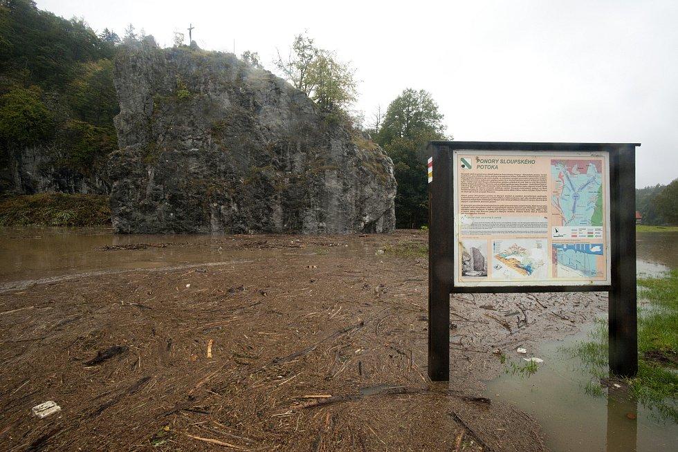 Zatopený areál Sloupsko-šošůvských jeskyní.