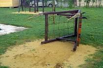 V Drnovicích o obecní policii uvažují delší dobu. Přítomnost strážníka jim chyběla třeba v případě, kdy vandalové zničili dětské hřiště u tamní mateřské školky.