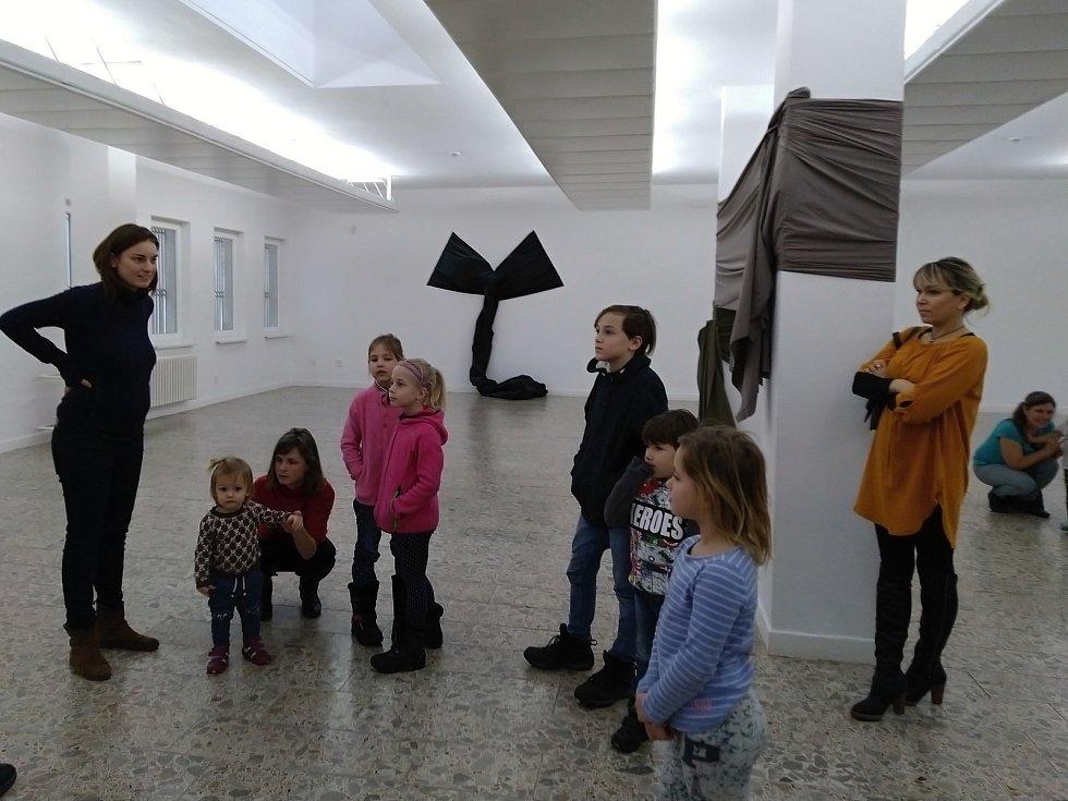 Blanenskou galerii naplnili rodiče s dětmi. Tvořivou dílnu si náležitě užili.