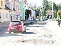 V Jedovnicích opravují průtah městysem. Práce potrvají do konce listopadu.