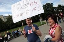 Vzkaz lékařů a sester ministru zdravotnictví Tomáši Julínkovi zazněl na v úterní demonstraci jasně.