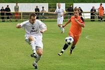 Fotbalisté Blanska (v oranžovém) porazili doma v divizním utkání Vyškov 3:2.