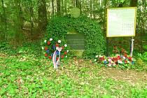 Blízko dřívějšího bunkru je dnes památník a informační tabule.