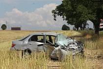 U Voděrad se ve středu dopoledne čelně střetl kamion s osobním autem. Nehoda na několik hodin zablokovala silnici I/43.