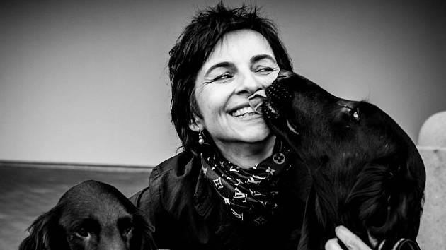Marika Zouharová už dvacet let dělá pacientům radost canisterapií.