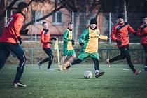 VÝHRA V PŘÍPRAVĚ. Fotbalisté Ráječka (v zelenožlutém) porazili slovenský Radimov 5:2. Foto: Tomáš Srnský