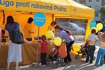 Do Blanska dorazila putovní výstava Ligy proti rakovině Praha. Lidé ji mohou na náměstí Republiky.