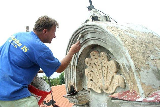 Opravy zámku v Blansku vrcholí.