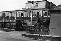 V boskovickém podniku Kras se více jak půl století vyráběly kvalitní pánské obleky. V roce 2007 podnik zkrachoval, nyní v něm vzniká středisko služeb pro dům.