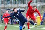 V úvodním jarním kole fotbalové divize prohrál FK Blansko (v tmavých dresech) v Jihlavě se Starou Říší 1:3.