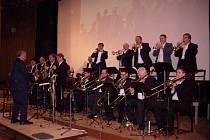 Návštěvnici jedovnického kulturního domu se mohou těšit na nevšední hudební zážitek. V neděli se totiž v tamním kinosále koná koncert formace Big Band Jedovnice – Saxofonium.