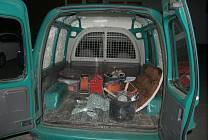 Zloděj ukradl nářadí z auta v Ostrově u Macochy.