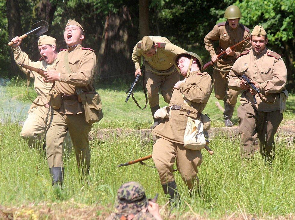 Klub vojenské historie Markland ve Skalici nad Svitavou uspořádal rekonstrukci bitvy mezi Rudou armádou a německými vojáky.