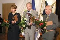 Zdeněk Zouhar (na snímku vpravo) složil téměř sto padesát skladeb pro nejrůznější obsazení, psal knihy, publikoval přes dvě stě padesát statí a přednesl přibližně stejný počet přednášek a referátů.