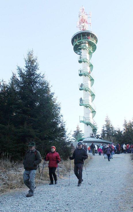 Veseličtí tradičně na Silvestra otevírají rozhlednu Podvrší, kde běžně končí turistická sezóna už v říjnu.