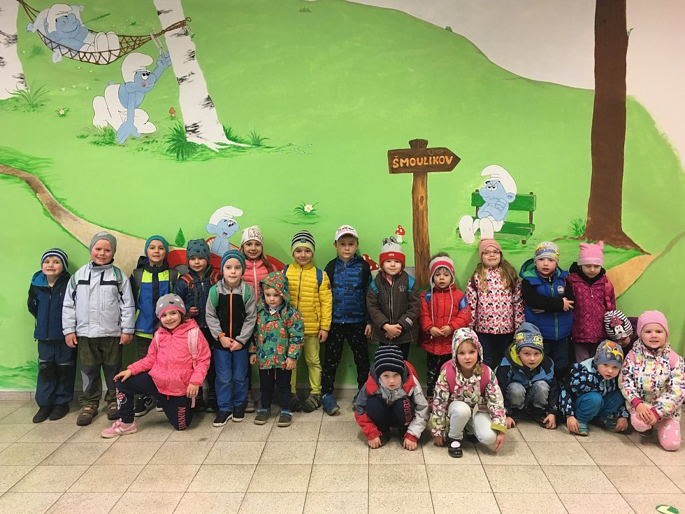 Děti z Mateřské školy v Šošůvce ve Šmoulíkově.