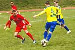 Blanenští fotbalisté (v červeném) zvítězili na domácím hřišti s Varnsdorfem 2:0.