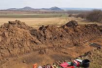 Pod zemí objevili archeologové mezi Bořitovem, Býkovicemi a Lysicemi zásobní jámy a úlomky keramiky. Z období neolitu.