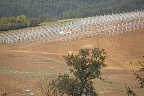 Výstavba solární elektrárny u Ráječka.