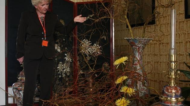 Komnaty zámku v Lysicích zaplnila výstava jarních květinových aranžmá a motýlů ze sbírky Luboše Biebera. Návštěvníci lysického panství si vystavu prohlédnou také o víkendu a velikonočním pondělí.