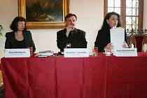 Europoslankyně Jana Bobošíková diskutovala v blanenském zámku s lidmi o výhodách a nevýhodách přijetí Lisabonské smlouvy.
