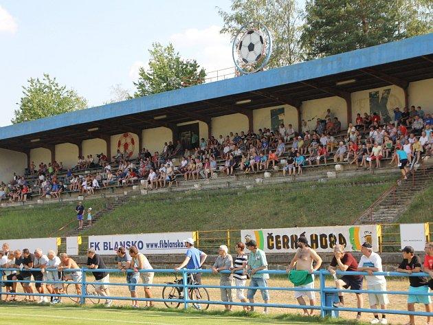 Na šest stovek diváků vidělo první domácí zápas Blanska (foto). V sobotu hrají Blanenští s Rosicemi.