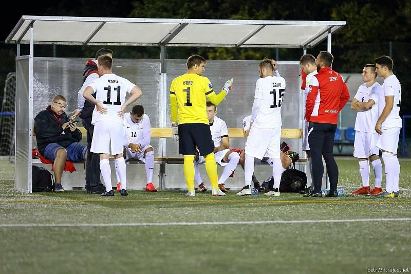 Brno (v bílém) zvítězilo na hřišti Blanenska v Superlize malého fotbalu 5:2.
