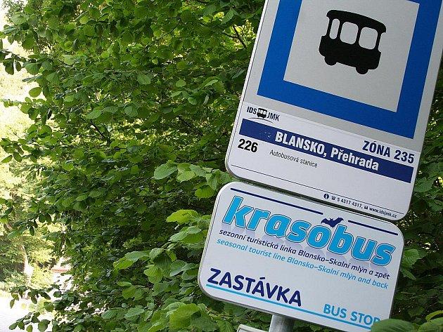Ani autem, ani klusem, do krasu jen Krasobusem! S tímto sloganem zavádí Blansko pro turisty nový autobus, který je doveze z centra města až k hotelu Skalní mlýn poblíž Punkevních jeskyní.