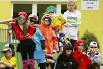 Děti se i s Rabáskem fotily v raperském stylu.