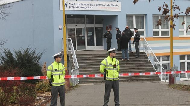 Policisté museli nedávno evakuovat všechny žáky i učitele střední školy v Blansku.