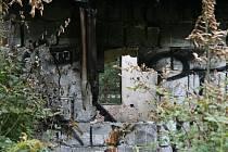 U požáru bývalého drážního objektu nedaleko Adamova zasahovalo 11. září osm jednotek hasičů. Ve vyhořelém stavení našli hasiči těla 4 mrtvých psů. Podle jejich majitelky někdo požár založil úmyslně a psy předtím týral.