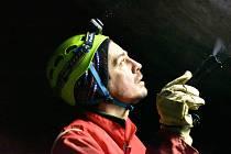 V Moravském krasu na Blanensku začalo v únoru tradiční sčítání netopýrů na zimovištích v tamních jeskyních. Na snímcích je sčítání v jeskyni Lidomorna u obce Holštejn.