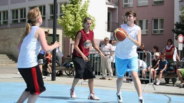 Jihomoravský pohár mládeže ve streetballu zavítal v úterý  i do Blanska.