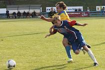 Fotbalisté Blanska porazili Tasovice (ve žlutém) 3:1.