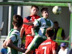 V utkání fotbalové divize D porazil FC Bzenec (zelenobílé dresy) FK Blansko 2:0. Foto: Josef Kratochvíl