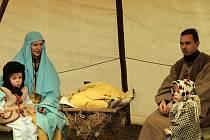Na Boží hod Vánoční připravila blanenská římskokatolická farnost živý betlém v zámeckém parku.