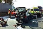 Vážná nehoda dvou osobních aut na silnici I/43 u odbočky na Voděrady. Tři lidé se zranili.