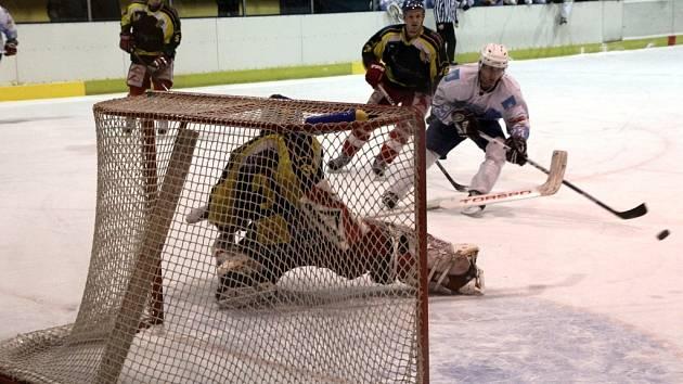 Hokejisté Blanska (v bílém) - ilustrační foto.