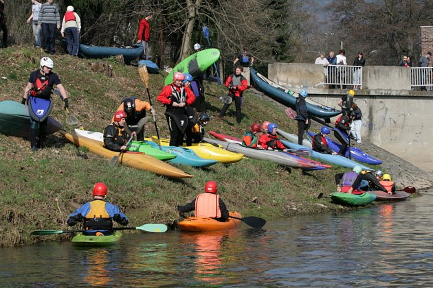 Vodáci otevírali řeku Svitavu