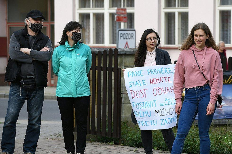 V Letovicích proti vládě Andreje Babiše demonstrovalo několik desítek lidí.