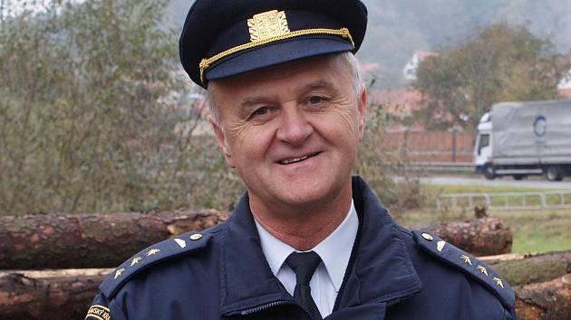 Šedesátiletý velitel požární stanice v Boskovicích Bohumír Dvořáček je profesionálním hasičem už téměř čtyřicet let.