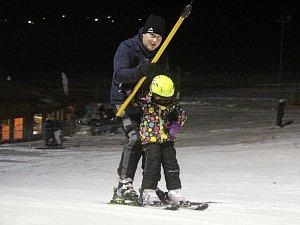V Olešnici se už lyžuje. V Hodoníně dosněžují sjezdovku.