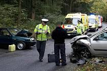 Dvě nabouraná auta, dva zranění. Taková je bilance nehody, která se stala v sobotu krátce po deváté hodině ráno u Ostrova u Macochy.
