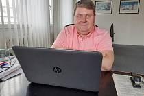 Deset let. Zhruba tak dlouho se advokát Vilém Fránek z Rájce-Jestřebí na Blanensku zabývá okolnostmi tragického osudu studenta Pavla Švandy.