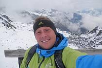 Nedávno se devětatřicetileté Haně Polákové z Blanska přetočil život naruby. Během okamžiku. Stejně jako třem dcerám. Manžel Michal, do té doby zdravý silný chlap, který miloval windsurfing, hokej a výlety s rodinou, totiž prodělal několik mozkových příhod