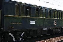 Kdo se ve čtvrtek kolem poledne pohyboval u trati z Brna na Letovice, mohl vidět legendární Orient Express, který tudy projížděl z Benátek přes Vídeň do Prahy.