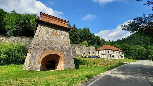 Františčina huť se nachází u města Adamov.